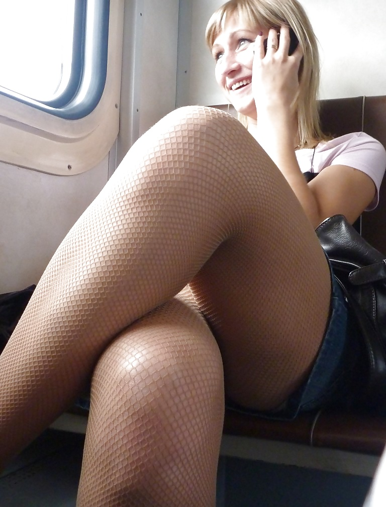 【盗撮】電車で「足組み」してる女の子を専門的に狙う奴の画像フォルダwwwww・5枚目