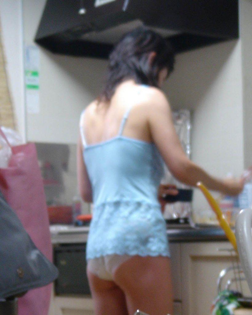 「家庭内盗撮」された人妻さん、鬼畜夫に晒される。。。(エロ画像)・16枚目
