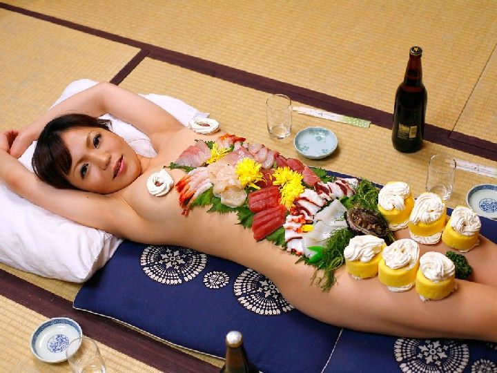 【エロ画像】祝い事はコレに限る。と「女体盛り」を用意した猛者wwwwww・14枚目