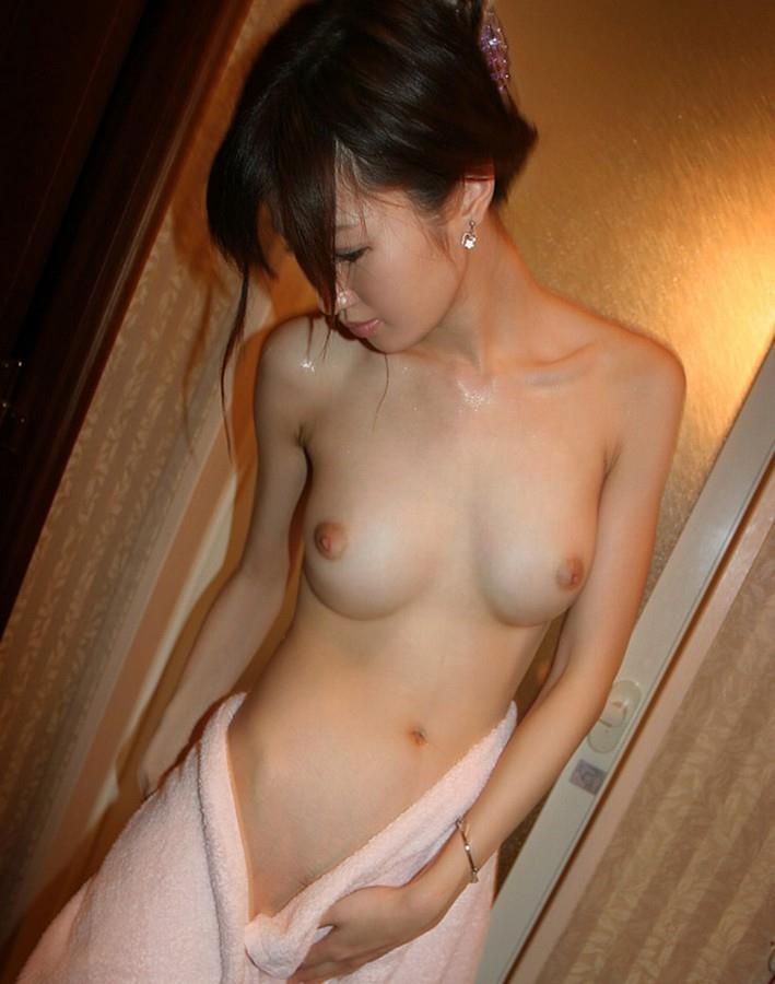 風呂上がりの女の子を撮影した奇跡の写真まとめ。この感じサイコーwwwww(エロ画像)・27枚目