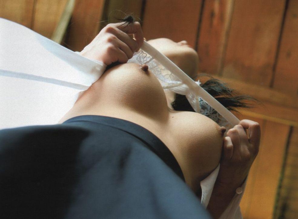 「胸チラ」をローアングルで撮影したらこうなります。これ最強wwwww(31枚)・15枚目