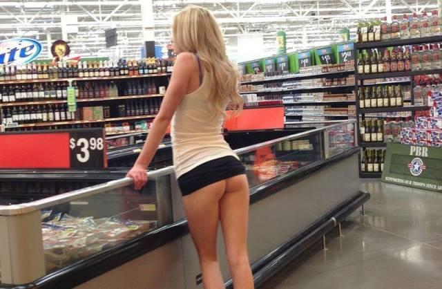 【露出】ただのスーパーで男たちを魅了する女性たちをご覧くださいwwwwww・11枚目