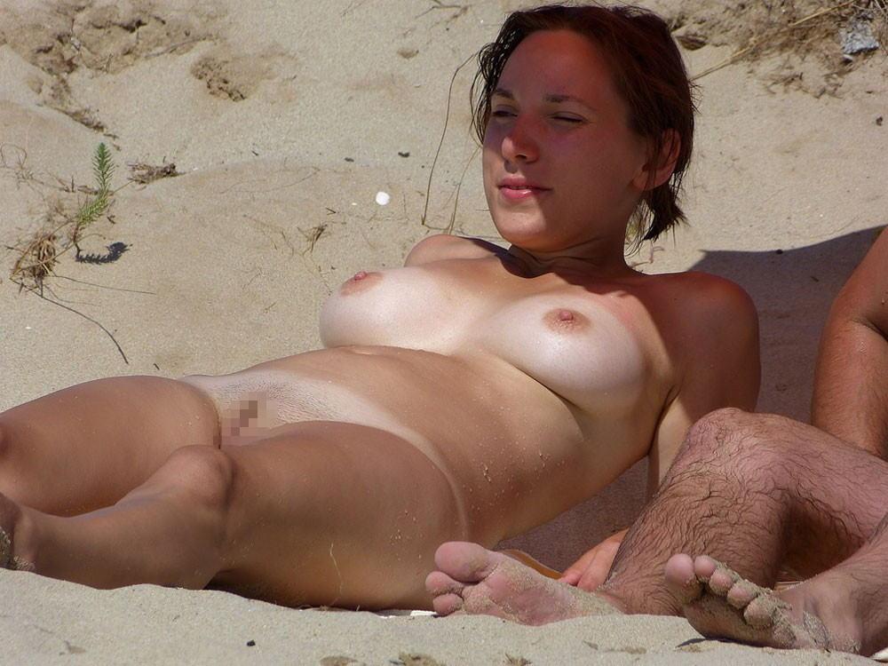"""""""神乳""""が現れたヌーディストビーチがこちらです。ぐうシコwwwww(エロ画像)・11枚目"""