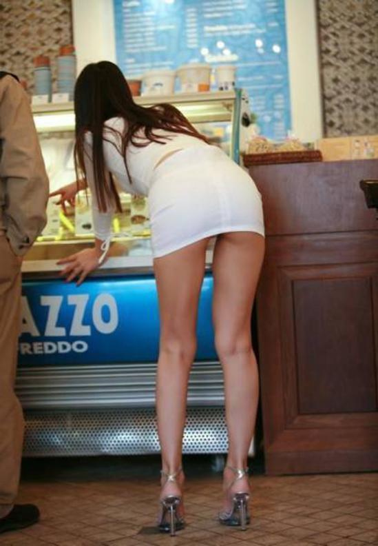 【露出】ただのスーパーで男たちを魅了する女性たちをご覧くださいwwwwww・12枚目