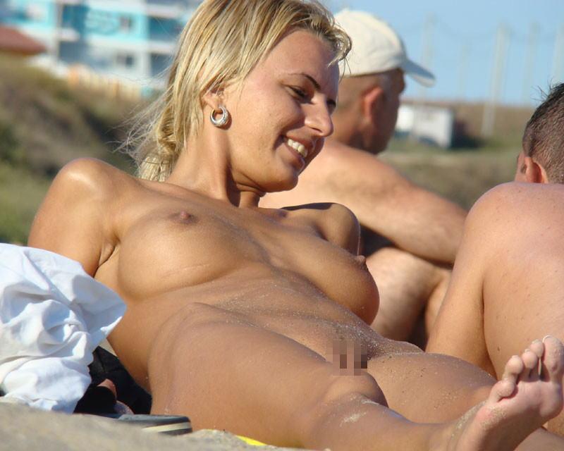 """""""神乳""""が現れたヌーディストビーチがこちらです。ぐうシコwwwww(エロ画像)・14枚目"""