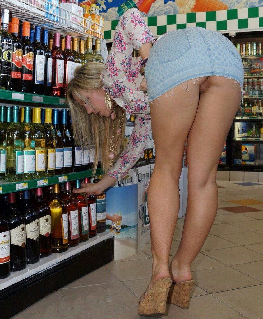 【露出】ただのスーパーで男たちを魅了する女性たちをご覧くださいwwwwww・17枚目