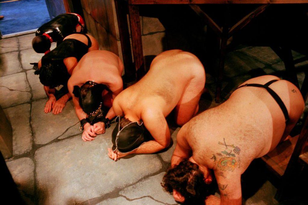 拉致された女性たちの末路…競り落とされたらもっと地獄が待ってる(画像あり)・19枚目