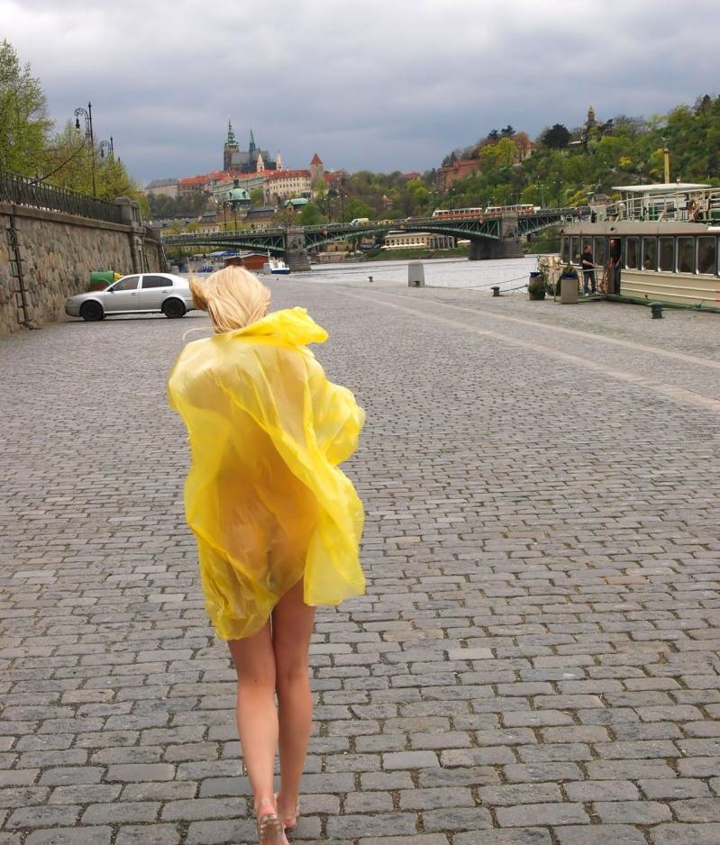 【露出狂】雨が降ると出没する全裸の女性たち。なんでや??・20枚目