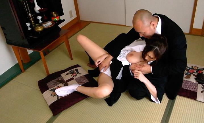 未亡人さん、夫が逝った日に喪服セックスする光景っていいよな?wwwww(エロ画像)・21枚目