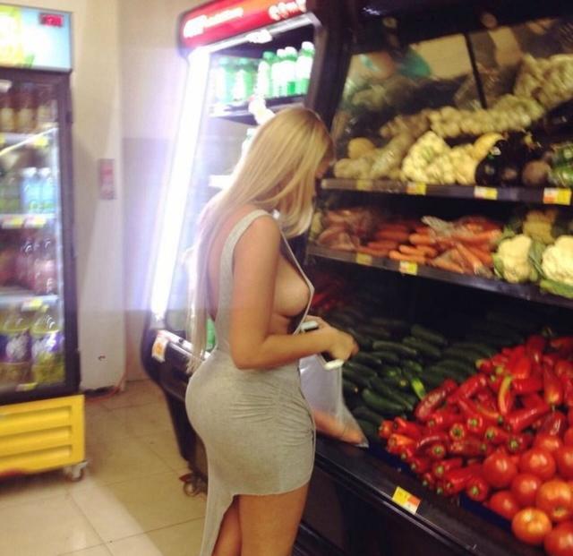 【露出】ただのスーパーで男たちを魅了する女性たちをご覧くださいwwwwww・23枚目