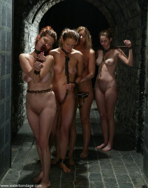 拉致された女性たちの末路…競り落とされたらもっと地獄が待ってる(画像あり)・27枚目