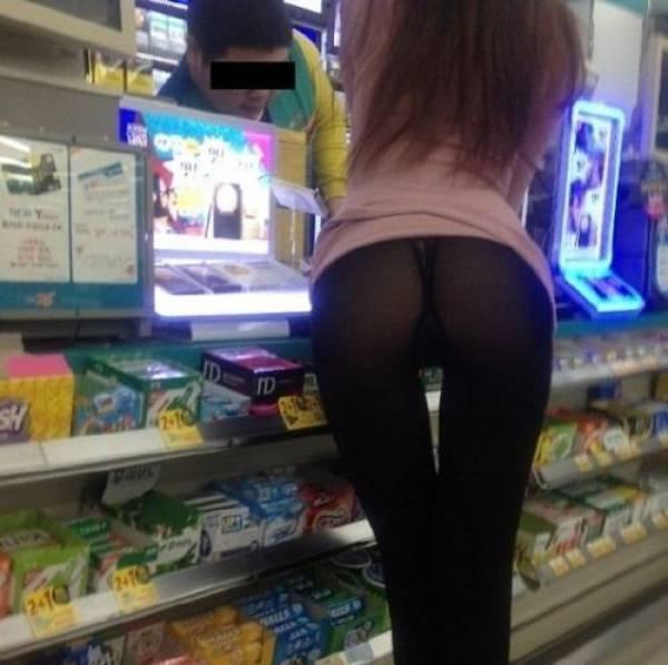 【露出】ただのスーパーで男たちを魅了する女性たちをご覧くださいwwwwww・3枚目