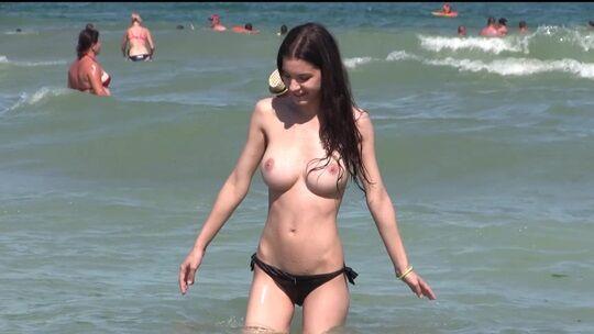 """""""神乳""""が現れたヌーディストビーチがこちらです。ぐうシコwwwww(エロ画像)・33枚目"""