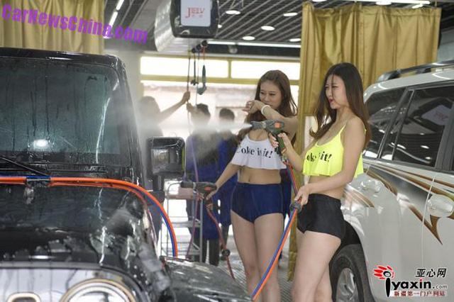 【エロ画像】身体で車を洗う「女体洗車」とかいうサービス。。・10枚目