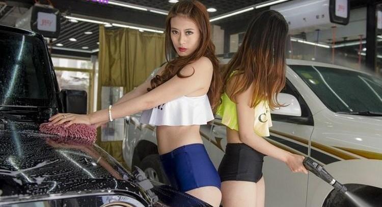 【エロ画像】身体で車を洗う「女体洗車」とかいうサービス。。・14枚目