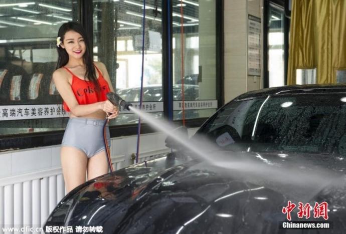 【エロ画像】身体で車を洗う「女体洗車」とかいうサービス。。・16枚目