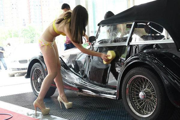 【エロ画像】身体で車を洗う「女体洗車」とかいうサービス。。・1枚目