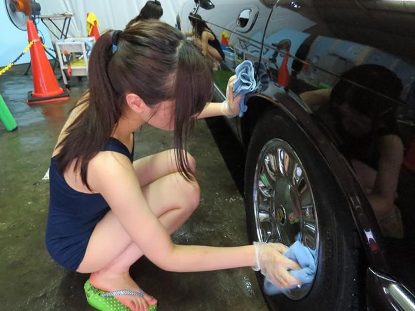 【エロ画像】身体で車を洗う「女体洗車」とかいうサービス。。・24枚目