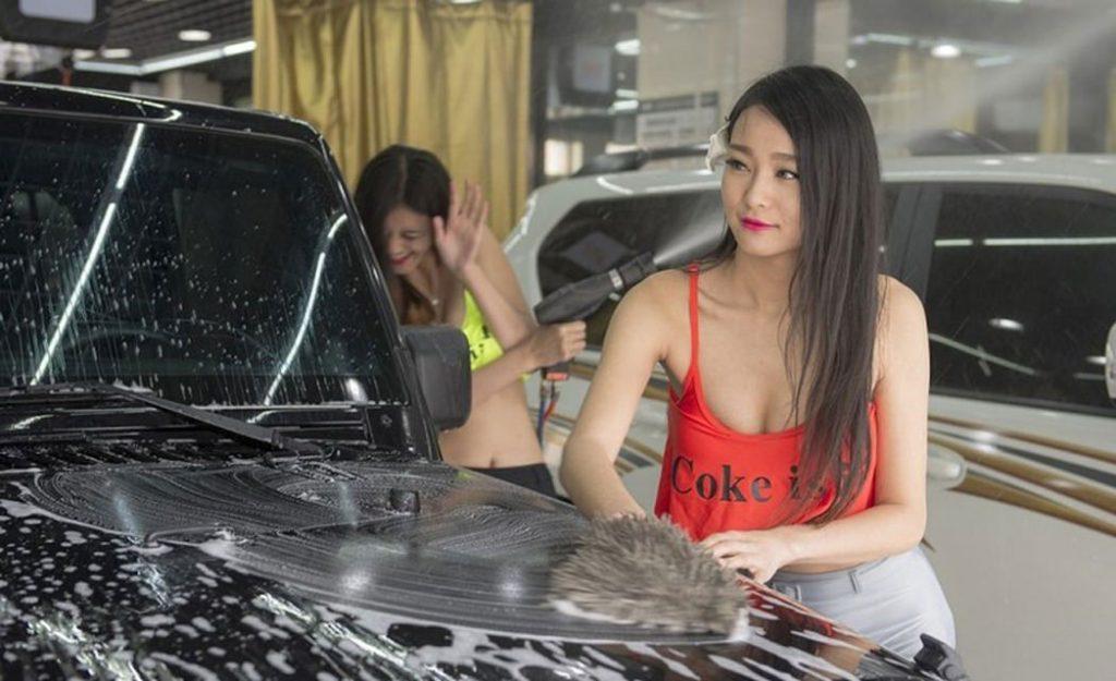 【エロ画像】身体で車を洗う「女体洗車」とかいうサービス。。・33枚目