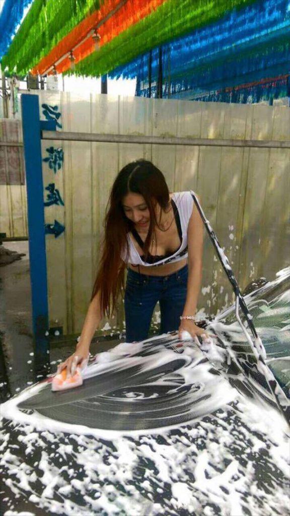 【エロ画像】身体で車を洗う「女体洗車」とかいうサービス。。・34枚目