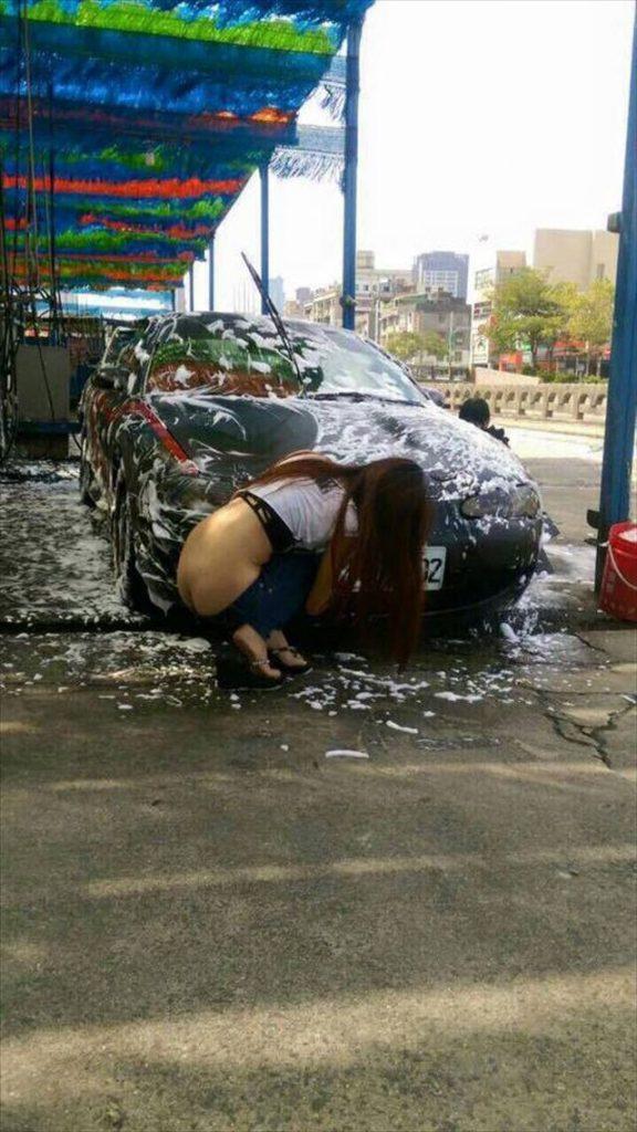 【エロ画像】身体で車を洗う「女体洗車」とかいうサービス。。・6枚目