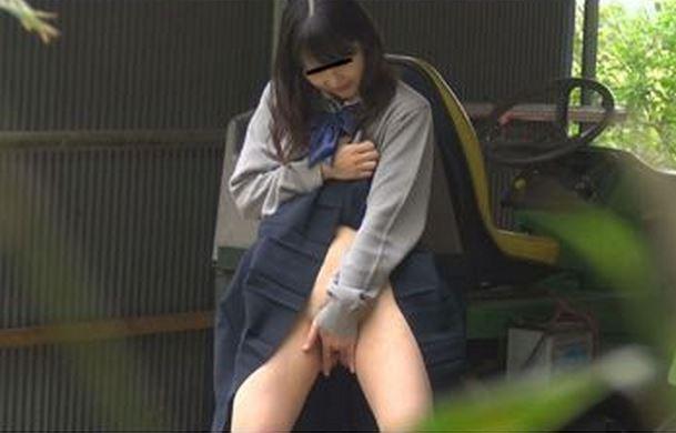 制服女子さん、思春期で野外オナニーをして撮影されてしまう・・・(エロ画像)・21枚目