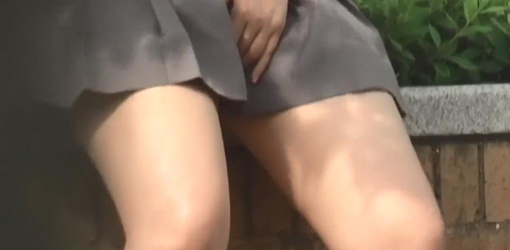 制服女子さん、思春期で野外オナニーをして撮影されてしまう・・・(エロ画像)・27枚目