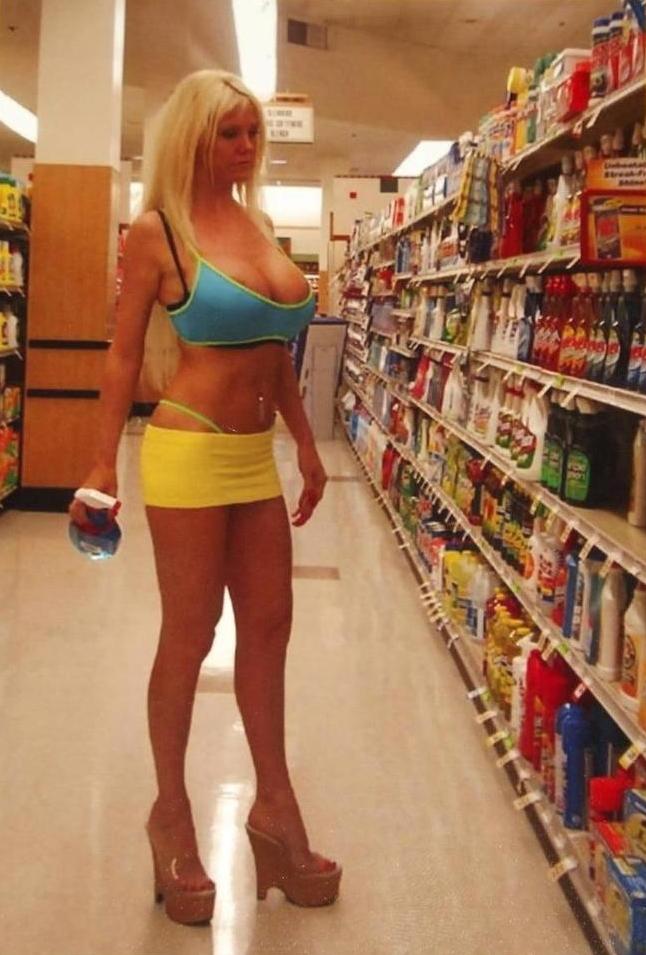 【露出】ただのスーパーで男たちを魅了する女性たちをご覧くださいwwwwww・6枚目