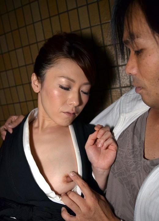 未亡人さん、夫が逝った日に喪服セックスする光景っていいよな?wwwww(エロ画像)・7枚目