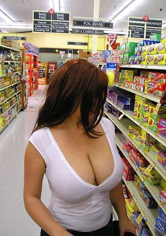 【露出】ただのスーパーで男たちを魅了する女性たちをご覧くださいwwwwww・8枚目