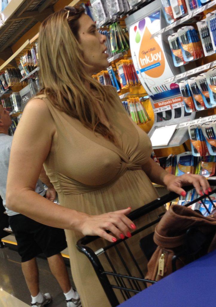 【露出】ただのスーパーで男たちを魅了する女性たちをご覧くださいwwwwww・9枚目