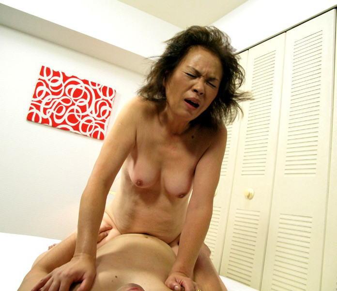 熟女が絶頂する瞬間を撮影した画像。。BBAのイキ顔ヤバすぎwwwwww・29枚目