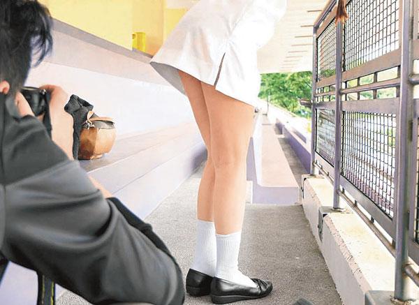 盗撮された女さん、盗撮犯と共に晒される。。ただの巻き添えwwwww(エロ画像)・24枚目