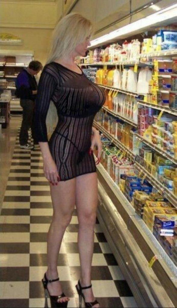 【人妻】スーパーに出没した淫乱すぎる女が撮影される・・・ヒドい。・5枚目