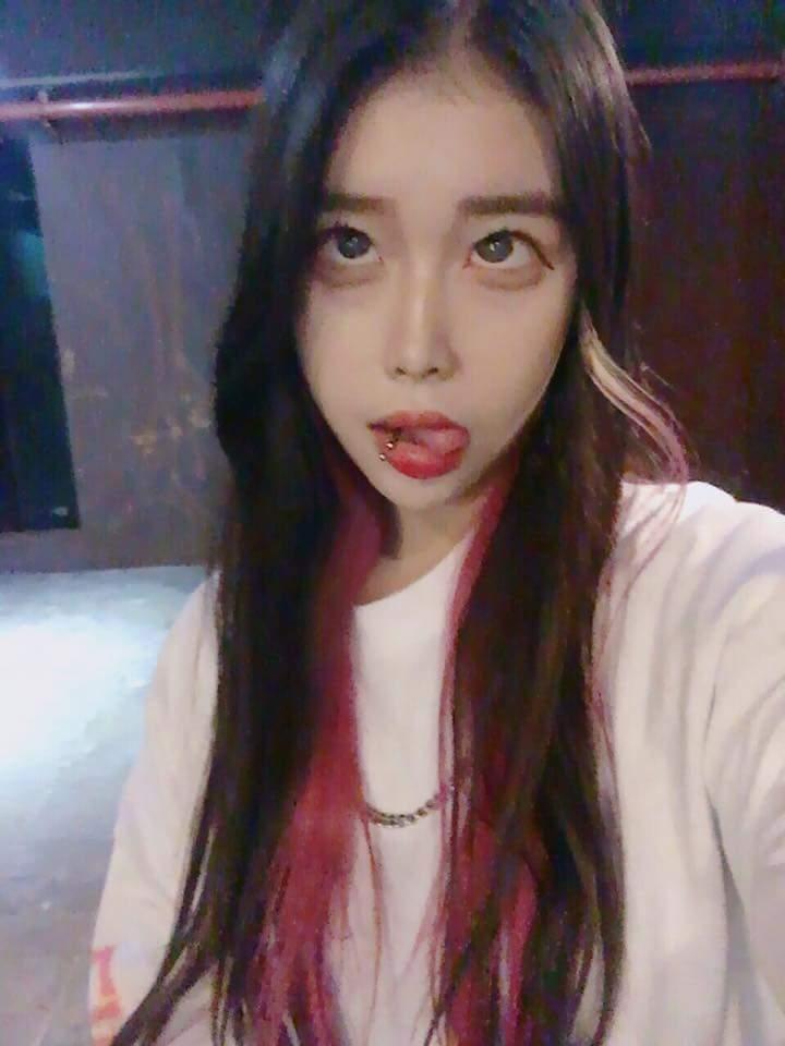 韓国女子の間で流行してる「アへ顔選手権」完全に狂っとるwwwwww・16枚目