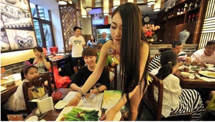 【エロ画像】女の武器で客を釣る中国の居酒屋をご覧ください。さすがですwwww・2枚目