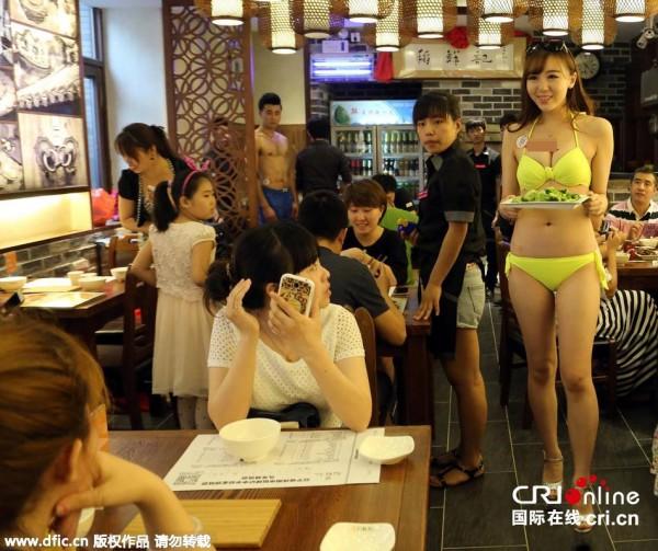 【エロ画像】女の武器で客を釣る中国の居酒屋をご覧ください。さすがですwwww・5枚目