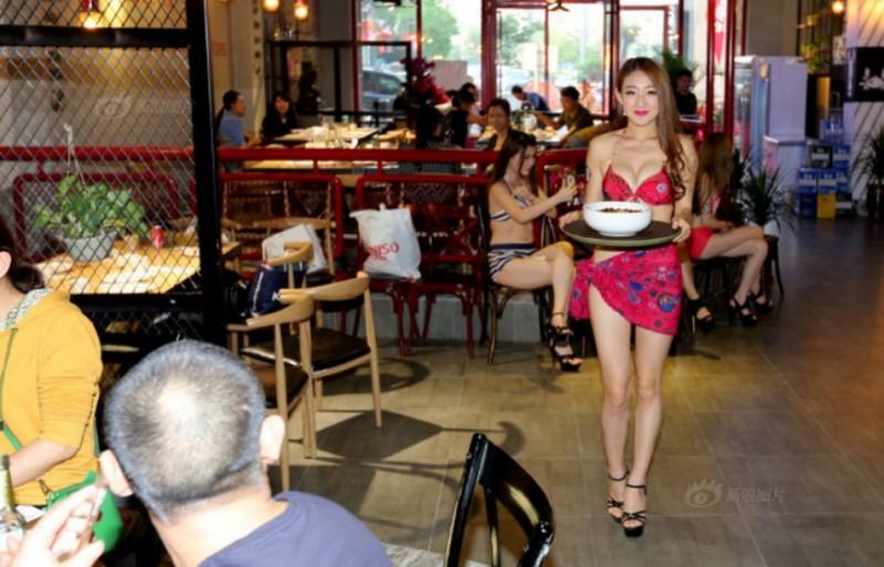 【エロ画像】女の武器で客を釣る中国の居酒屋をご覧ください。さすがですwwww・6枚目