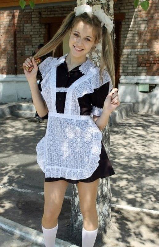 ロシアの卒業式で女の子たちが着る衣装がミニスカメイドはヤバすぎやろぉーwwwww(エロ画像)・17枚目