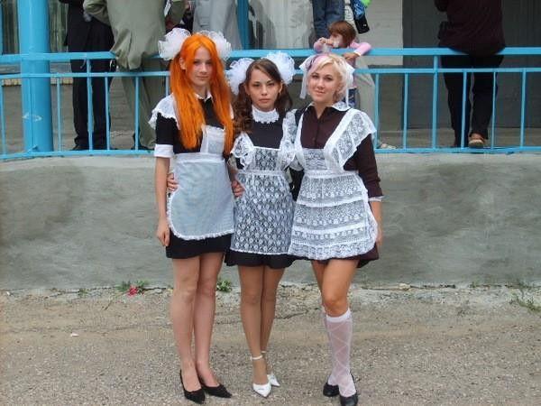 ロシアの卒業式で女の子たちが着る衣装がミニスカメイドはヤバすぎやろぉーwwwww(エロ画像)・27枚目