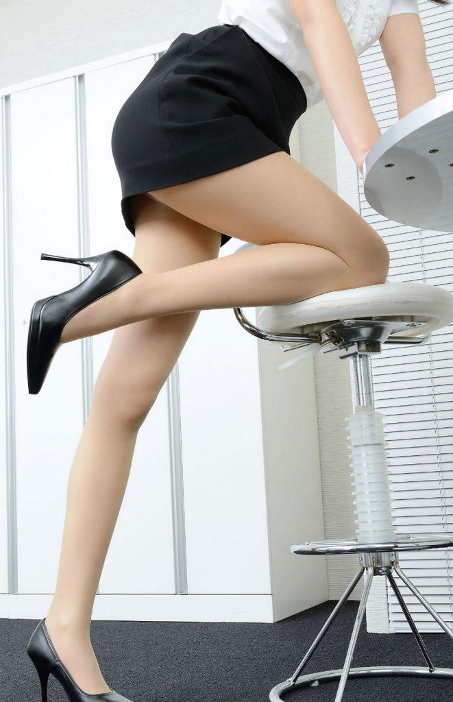 【美脚】タイトミニスカートから見える脚って何でこうもエロいんや?wwwww・24枚目