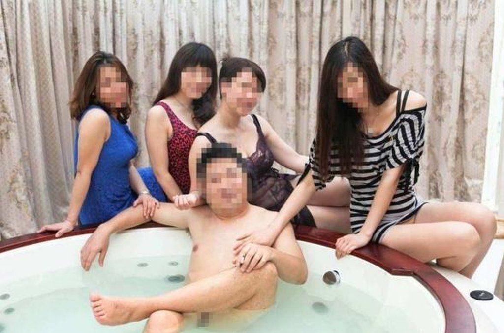 【中国エロ】大富豪の勝ち組男たちが女を爆買いしたらこうなる・・・・・10枚目