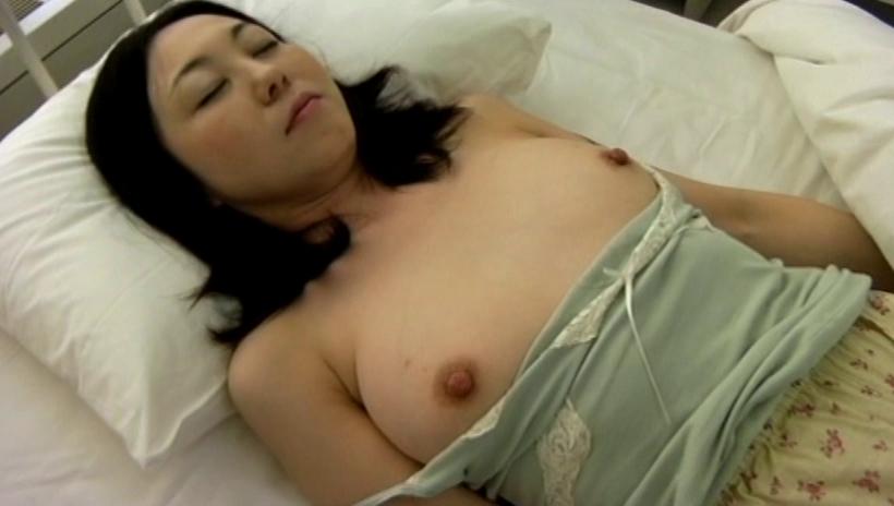 【エロ画像】女性患者が寝てる間にイタズラして撮影までするクズ。。・16枚目