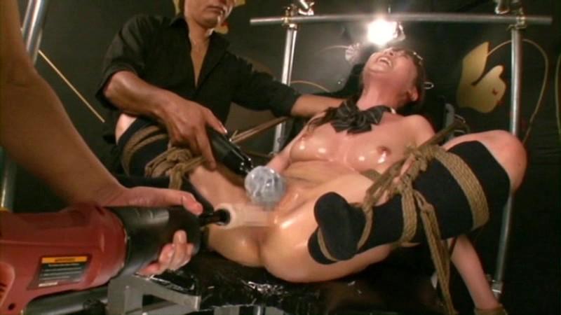 【エロ画像】業務用マシーンバイブをくらった女の表情。。・28枚目