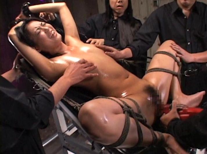 【エロ画像】業務用マシーンバイブをくらった女の表情。。・3枚目