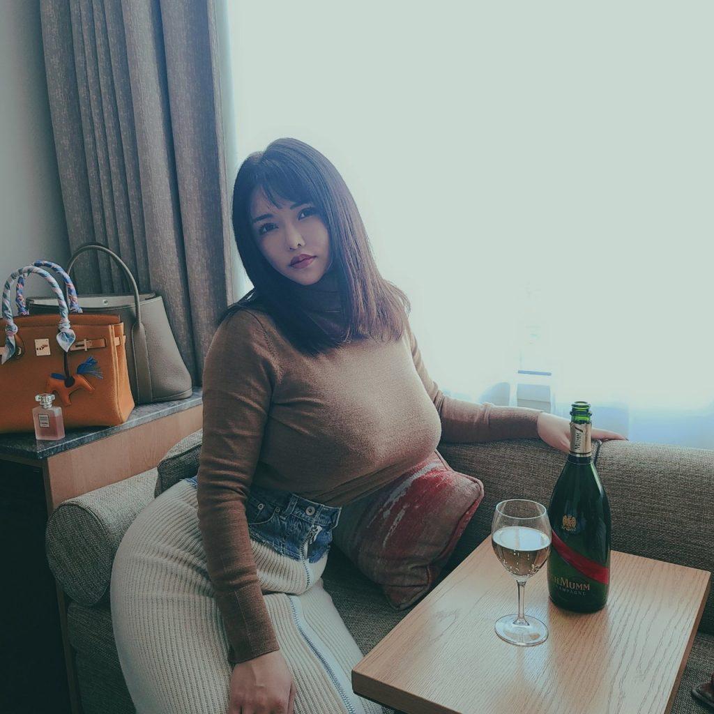 着衣巨乳女子さん、自分の魅力を分かってらっしゃるwwwwwww・7枚目