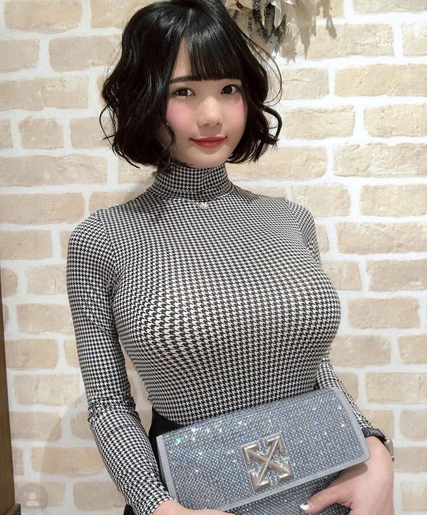 着衣巨乳女子さん、自分の魅力を分かってらっしゃるwwwwwww・15枚目