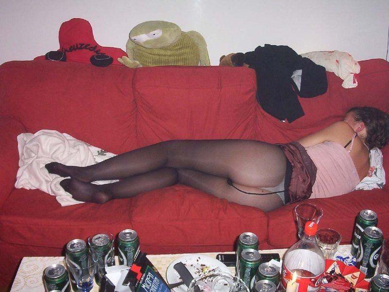 """【泥酔ネキ】酒飲みすぎて完全に意識なくなっちゃってる""""泥酔外人ネキ""""のエロ画像・4枚目"""