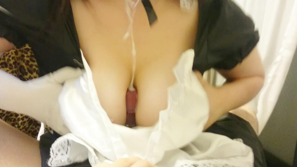 """【パイズリ画像】巨乳おっぱいを持つ娘の専売特許、""""パイズリプレイ""""を楽しむ素人カップルのエロ画像・10枚目"""