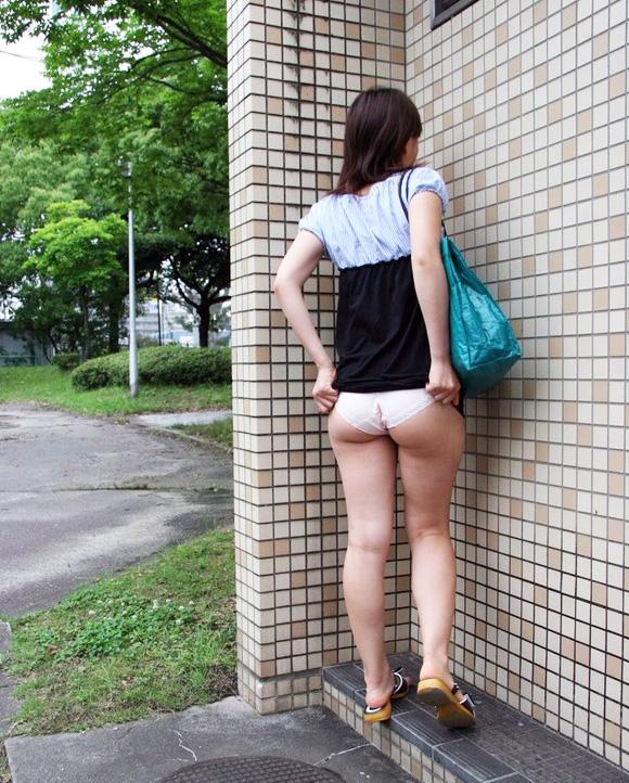 """【たくし上げ】女の子が自らスカートたくし上げてパンツ見せてくれる""""肉奴隷""""確定なエロ画像・22枚目"""